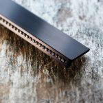 schwarz eloxiert mit Swarovski-Steinen